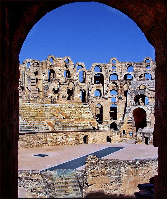 El Djem : il palcoscenico del grande anfiteatro ellittico