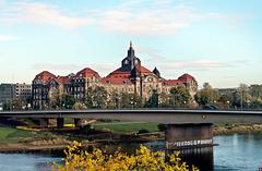 Blick von der Brühlschen Terrasse zur Sächsischen Staatskanzlei