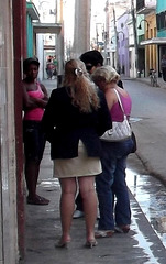 Impacto de una chica en tacones altos / Impact visuel sur une sexy cubaine en talons hauts.