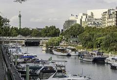 PARIS, le Bassin de l'Arsenal avec en fond la Bastille.