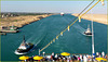 Canale di Suez : Costa Luminosa guidata dal pilota e scortata da due rimorchiatori di sicurezza