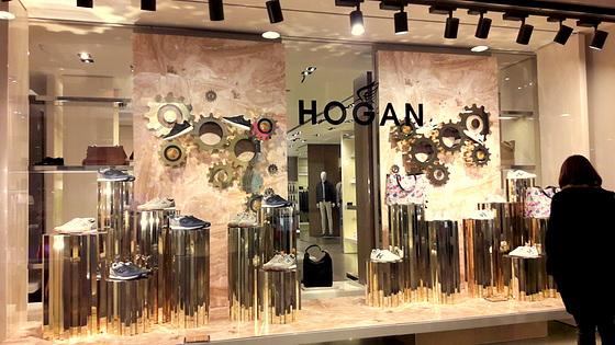 La vetrina delle scarpe Hogan