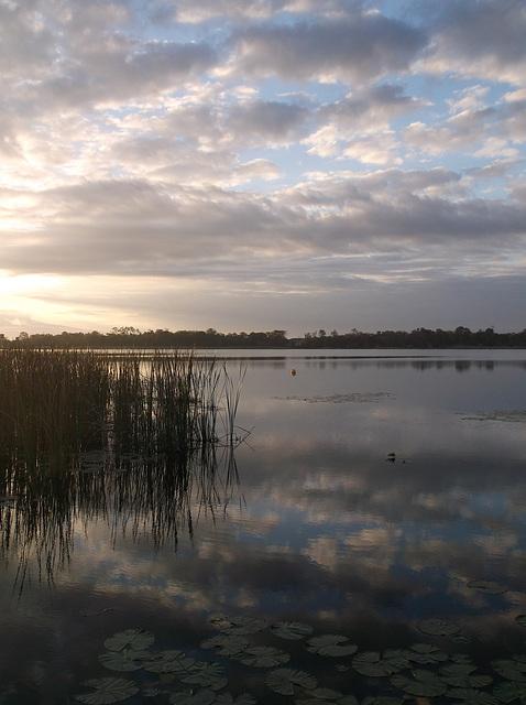 Le jour se lève sur la lac Cecile