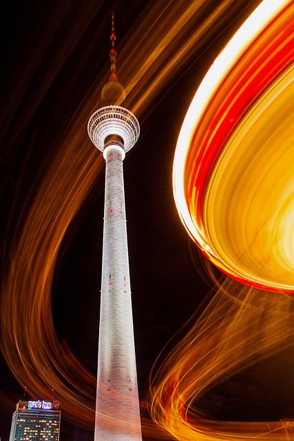 Berlin. Fernsehturm mit Karrussell