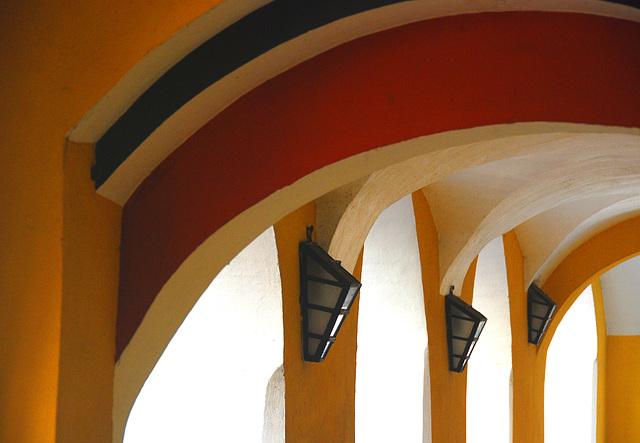 Bögen in Schwarz-Weiss-Rot-Orange