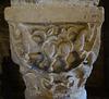 Kapitell einer kleinen romanischen Säule in der Krypta von Kloster Drübeck