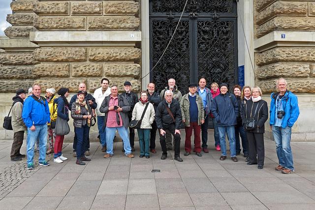 Fotofreunde vorm Hamburger Rathaus
