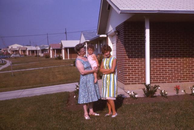 Women in Suburbia, 1963