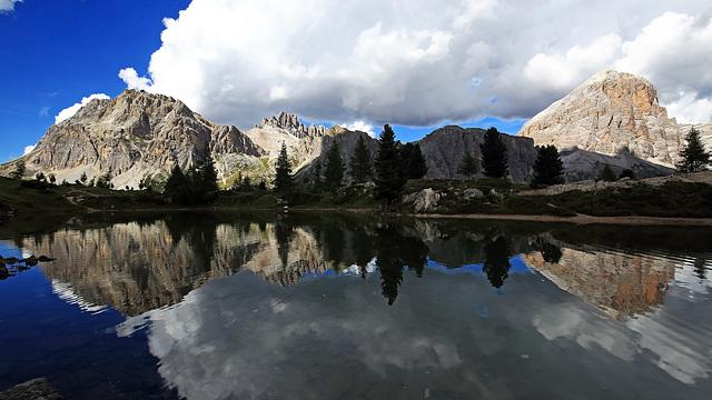 Lago di Limides con Lagazuoi Piccolo, Col dei Bos e Tofana di Rozes