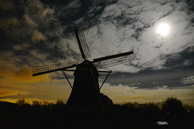 Broekdijkmolen in mourning