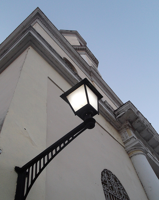 Stiff neck lantern / Lanterne casse-cou