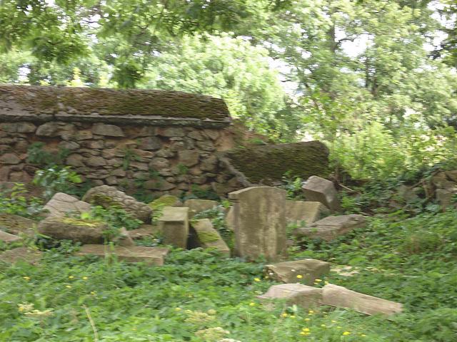 Udric der Friedhof neben der Kirche