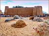 Hammamet : tante reti lasciate sulla spiaggia vicino alla fortezza