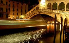 Il Vaporetto e il Ponte Rialto