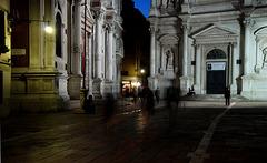 Nachts, vor der Scuola Grande di S.Rocco