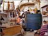 Matera : l'interno di una casa dei Sassi scavata nella roccia calcarea