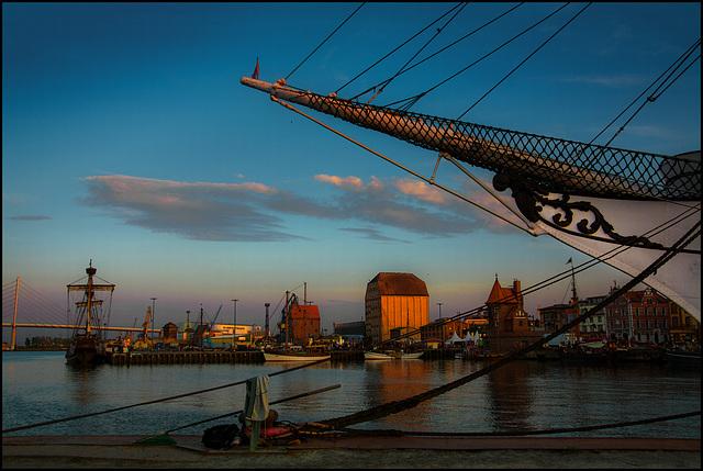 Spätes Licht im Hafen von Stralsund