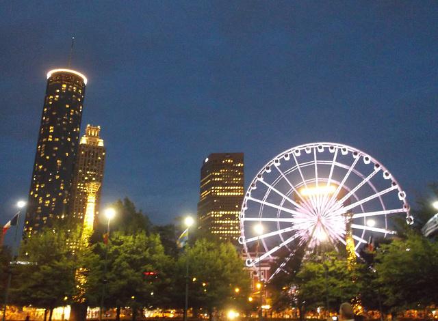 Skywheel at night / Grande roue en soirée