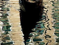 Gondola im Mosaik des Wasssers
