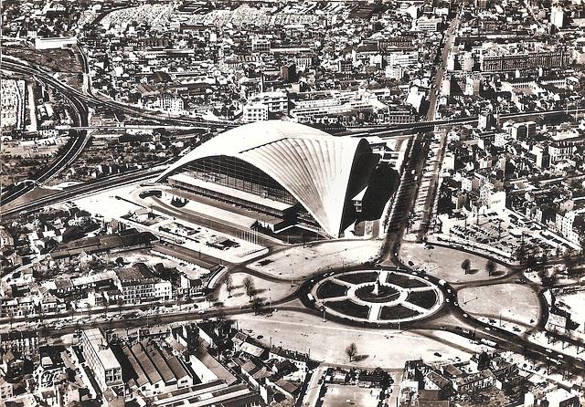 Courbevoie (92) Le CNIT. Vers 1960. (Carte postale scannée).