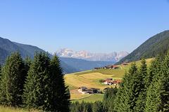 Herrliche Aussicht auf die Pragser Dolomiten am Ende des 1. Wandertages.