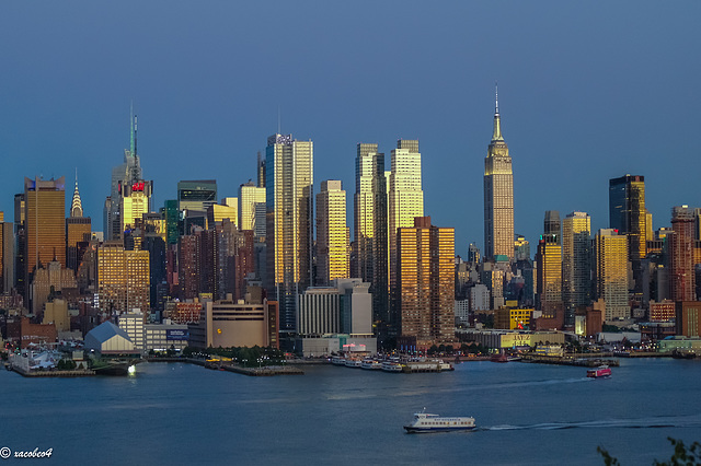 From the cliff of the Palisades.......... Golden Hour in Manhattan  ..