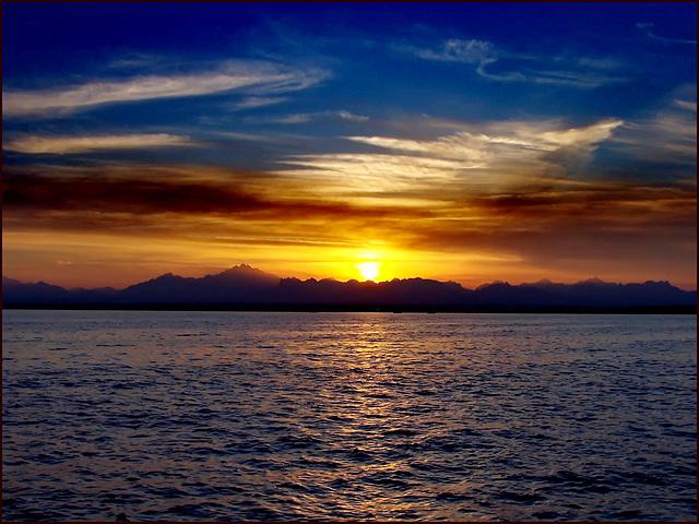 HURGADA : con un tramonto così.....uno speronamento diventa  evitabile !