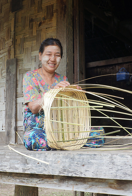 Making basket from weeds