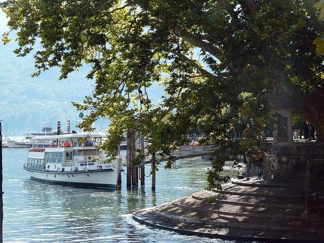Am Schiffsanleger in Locarno