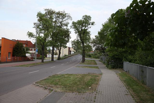 Auffahrt zu der Brücke (stadtwärts)