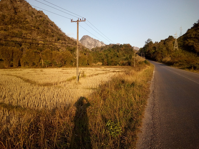 Mon ombre en contemplation ........(Laos)