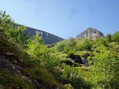Bergwärts zur Staumauer von  Grande Dixence