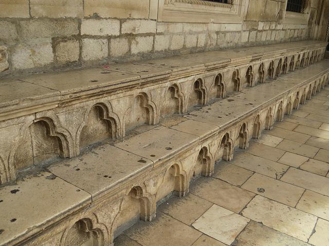 Dubrovnik : gradins de la galerie extérieure.