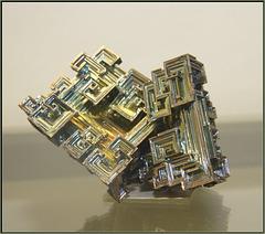 das chemische Element Bismut