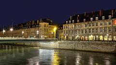 BESANCON: Le quai Vauban, le pont Battant de nuit. 01