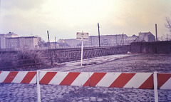 """Berlin (D) Janvier / Januar 1971. Le """"Mur""""... (Diapositive numérisée)."""