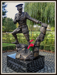 Wilfred Owen.  Born: 18 March 1893, Oswestry. Died: 4 November 1918, Sambre–Oise Canal, France