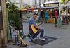 Guitariste  au marché de Nyons (pendant la canicule...).
