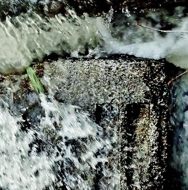 Weir Gushing