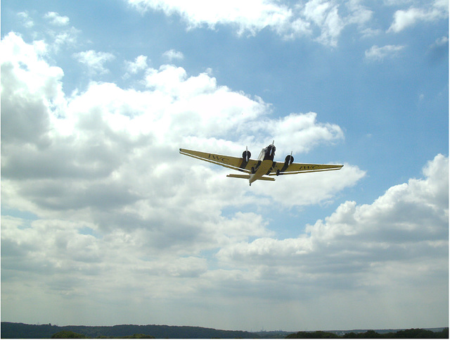 Ju52 im Landeanflug auf Essen-Mülheim
