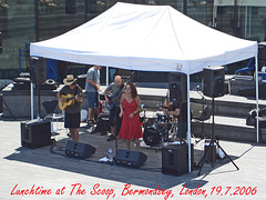 Lunchtime at The Scoop, Bermondsey, London,19 7 2006
