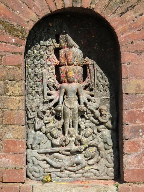 Dans le temple de Changu Narayan (Népal)