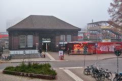 bahnstation-1220040-co-03-11-15