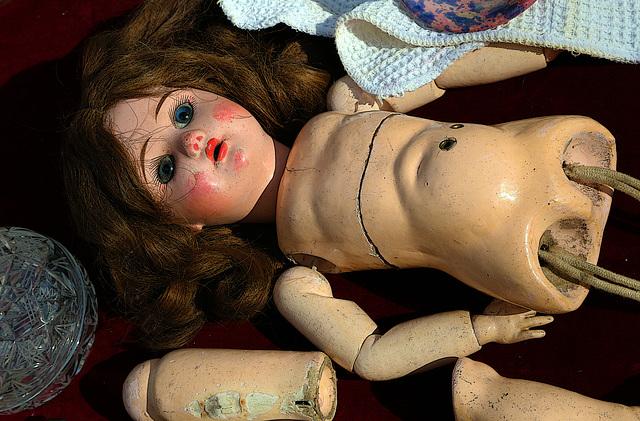 Accident corporel provoqué par un débordement de tendresse d'un enfant .