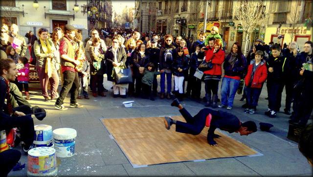 Madrid, Plaza Isobel II, very good buskers