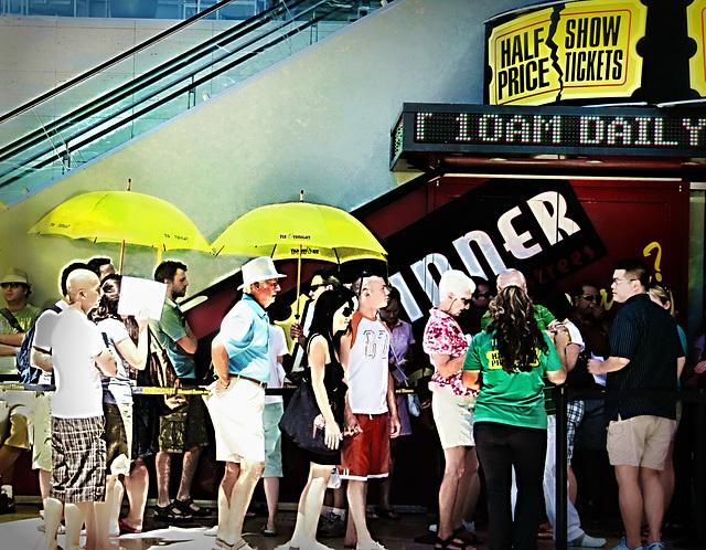 42 gradi centigradi all'ombra? In fila  for a half-price ticket!!