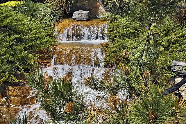 Falling Water – Alpine Garden, Botanical Garden, Montréal, Québec