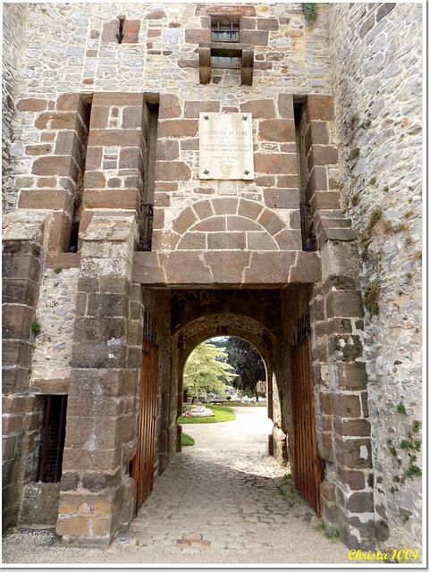 Joli, cet ancien pont-levis du château...