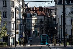 BESANCON: Avenue Carnot, station du tram: Parc Micaud.