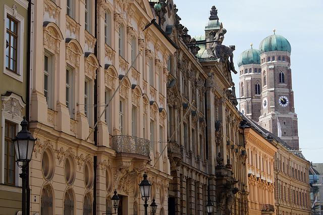 Balkone in der Kardinal-Faulhaber-Straße